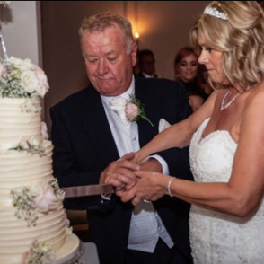 💗Another gorgeous cake cutting photo💗#