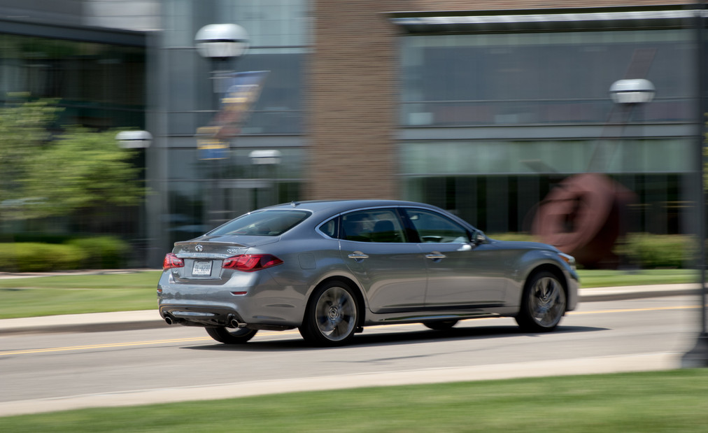 Infiniti Q70L 5.6 AWD Instrumented Test   Car and Driver