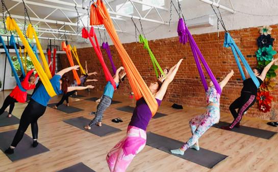 Family oro joga aerial yoga camiyoga vai