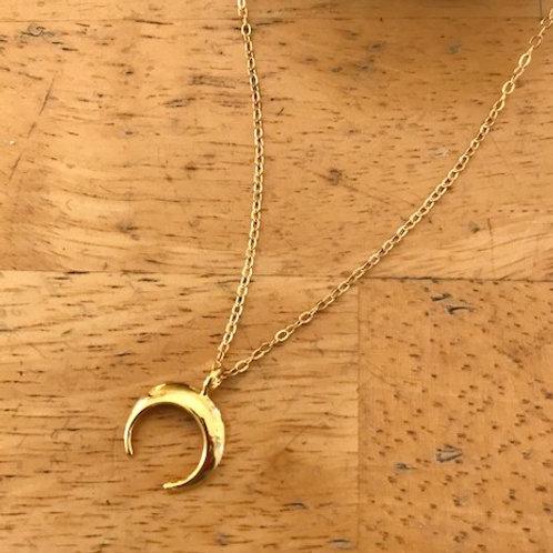Ani Simple Crescent Pendant