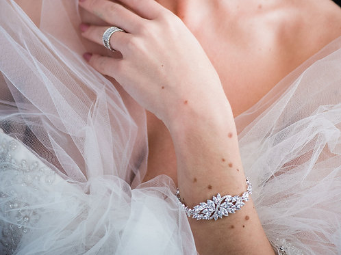 The Kiss Bracelet