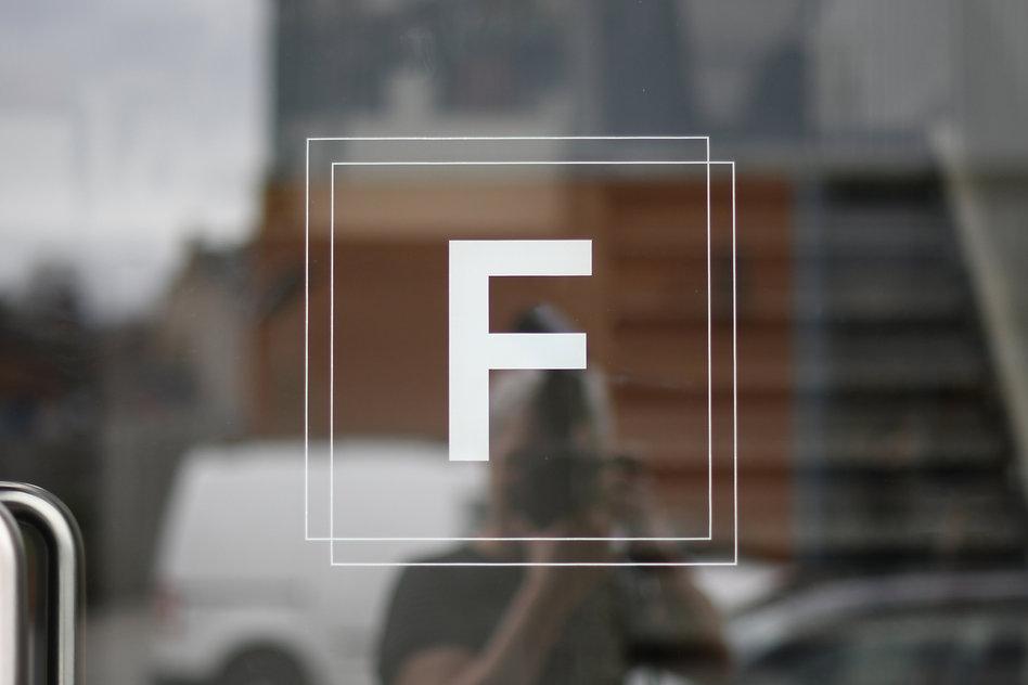 Website_Frame_02.jpg