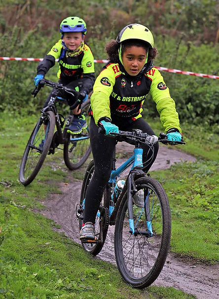 2youngcyclists.jpg