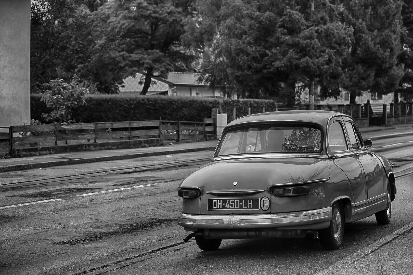 car-4601807.jpg