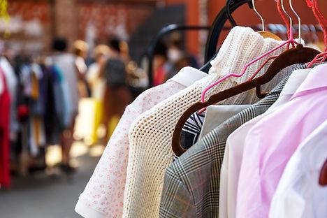 車庫出售衣服