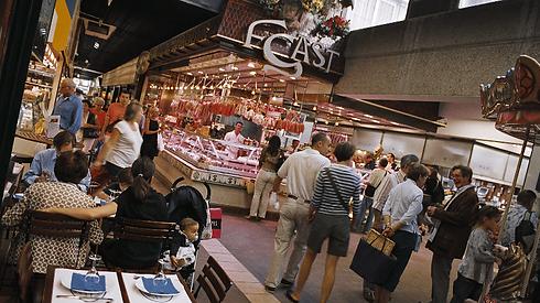 paul-bocuse-covered-market-halles-©Jack-Leone.png