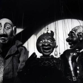Tras los hilos secretos de un marionetista