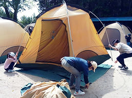 通常用テント設営中