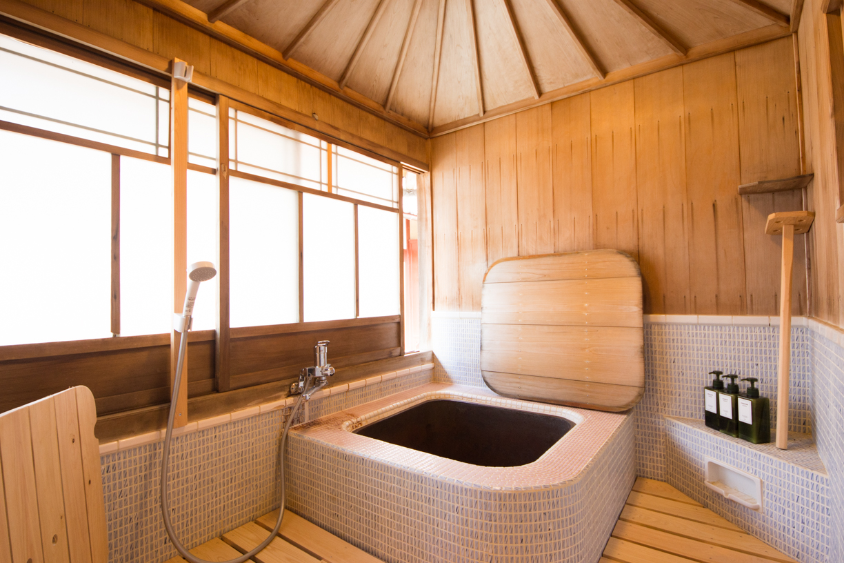Goemon buro (Wood fired bath room)