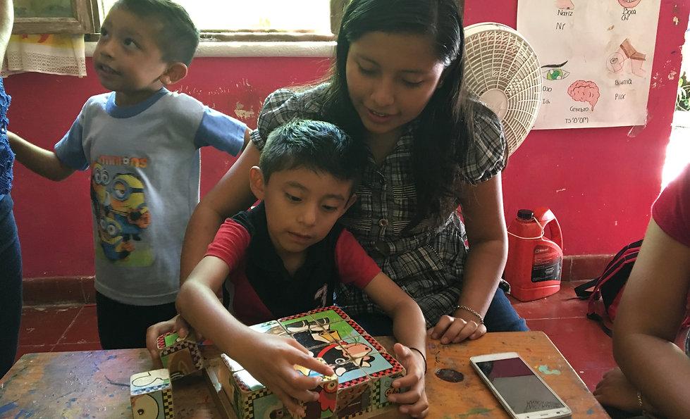 Niños jugando en Proyect Itzaes en el Yucatan