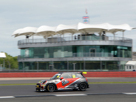 Barr continues to impress around the Silverstone Grand Prix Circuit