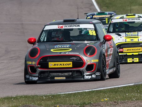 Reece raises the 'Barr' at Rockingham with debut win