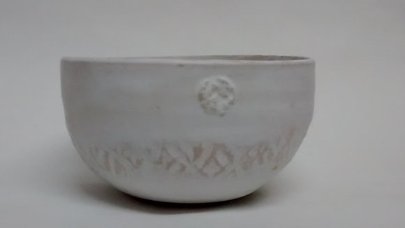 Matt white patterned bowl