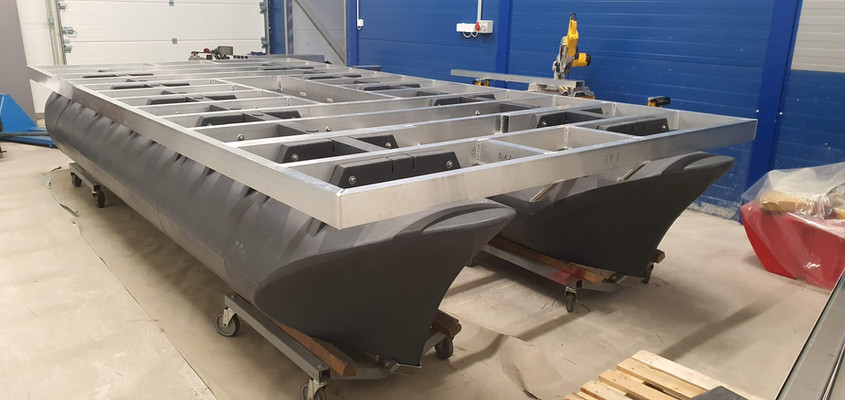 Special 5m x 2,4m multidirectional catamaran from the other side