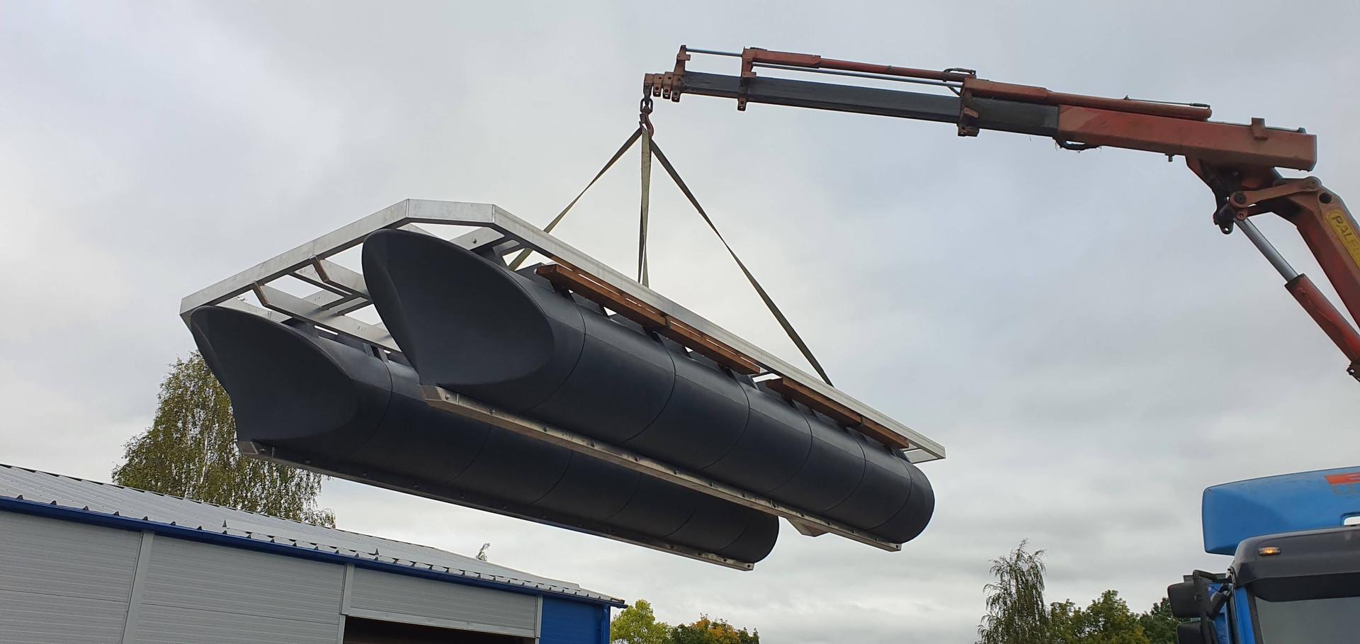 Lifting of 5,8m x 2,45m catamaran