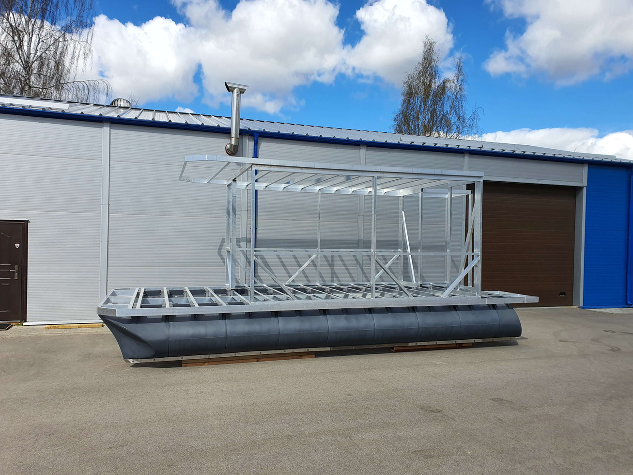 7,4m x 3m catamaran with framed superstructure