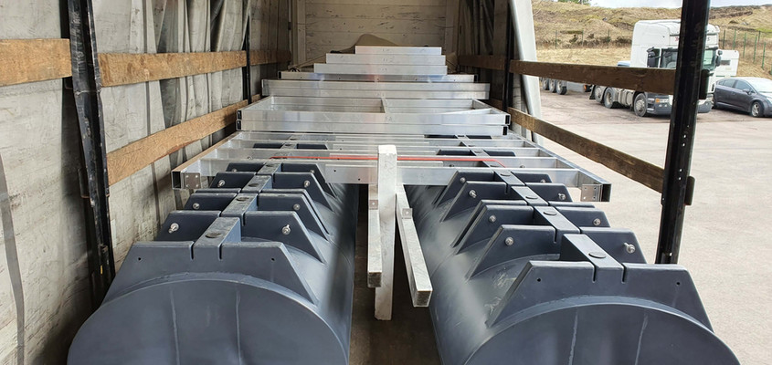 7,4m x 3m catamaran hull loaded with superstructure frames