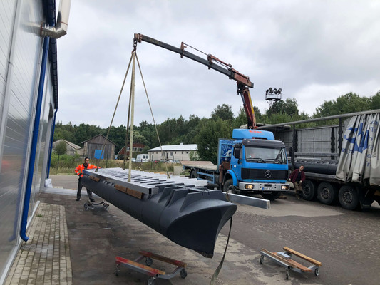 Loading of 10m length hull section
