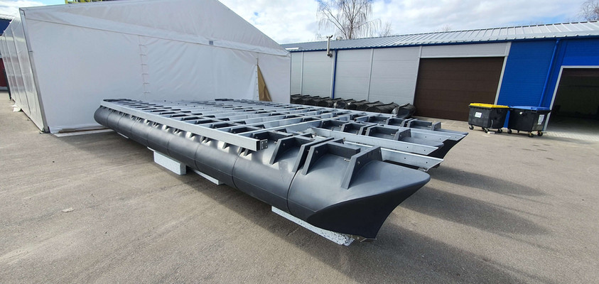 8,2m x 4m trimaran hull sections waiting to be shipped