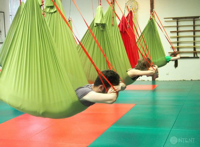 До конца ноября йога в гамаках по абонементам на обычную йогу