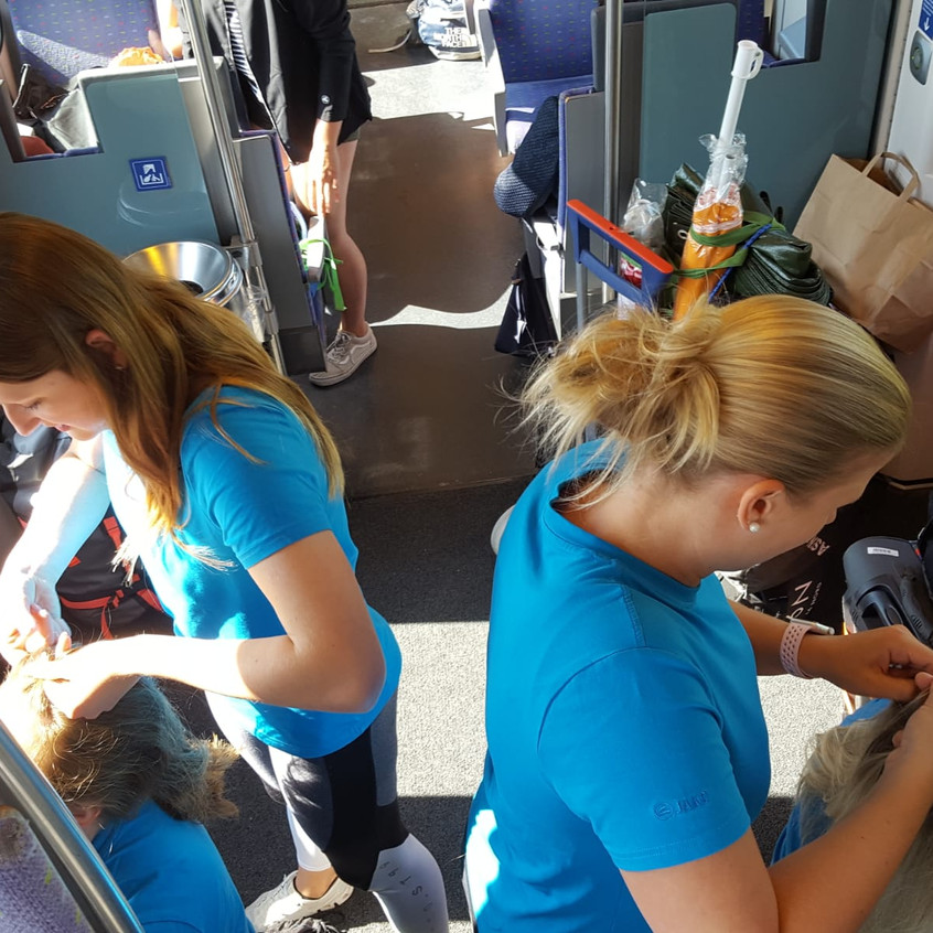 Frisieren im Zug