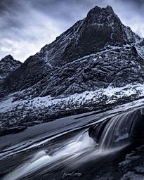 Lofoten_Waterfall.jpg