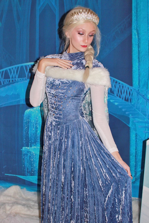 Holiday Elsa