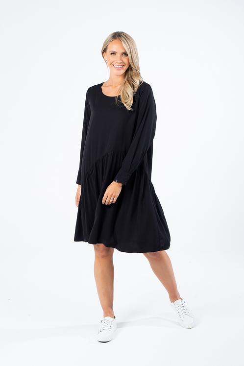 WAVE DRESS IN BLACK