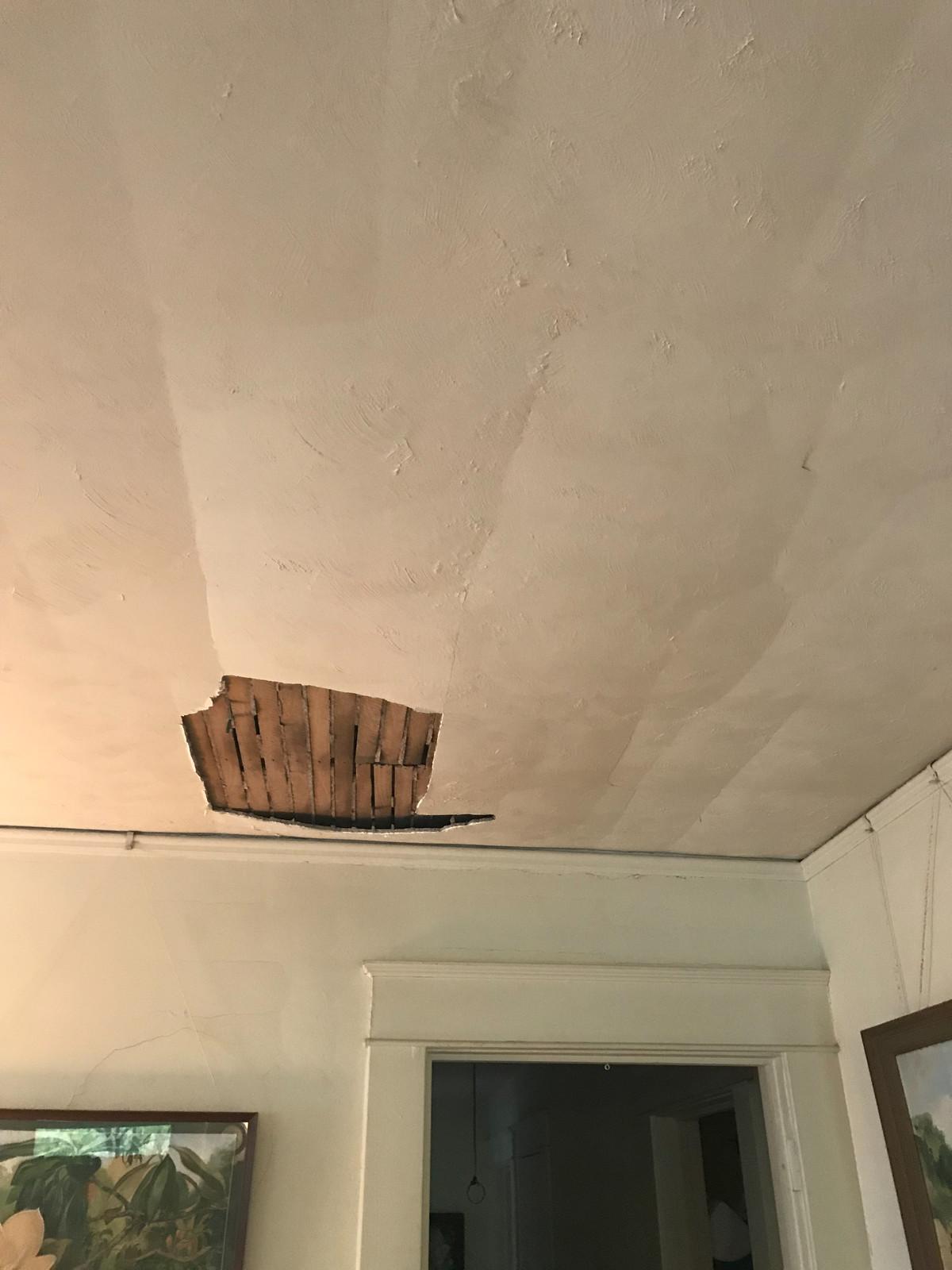 Ceiling Cracks: Serious or Not? | Estate Plaster