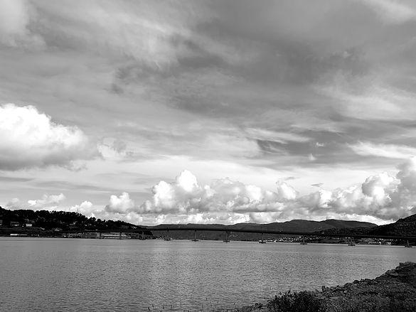 Utsikt fra Sykkylven Stål mot Sykkylvsbrua og Ekornes
