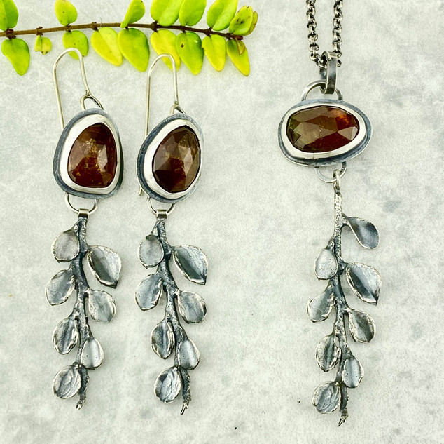Tourmaline and Cotoneaster Necklace and Earrings