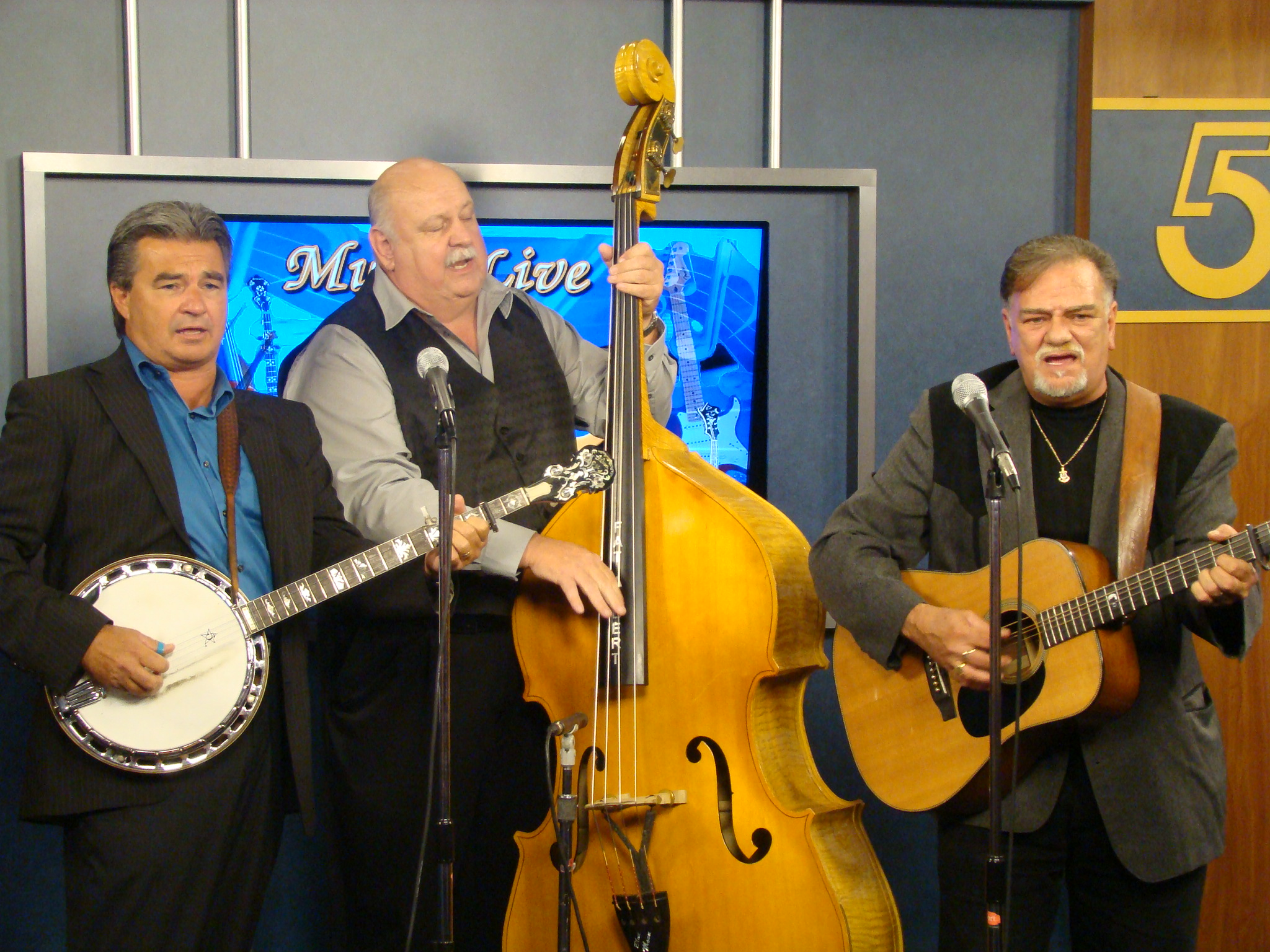 VW_Boys_on_WCYB_TV5_Noon_SHow,_Bristol,_VA_8-19-11_34.JPG