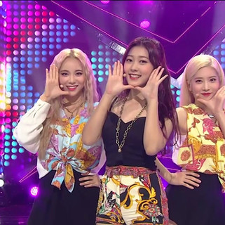 2017.10.15. Inkigayo LOONA ODD EYE CIRCLE - Girl Front