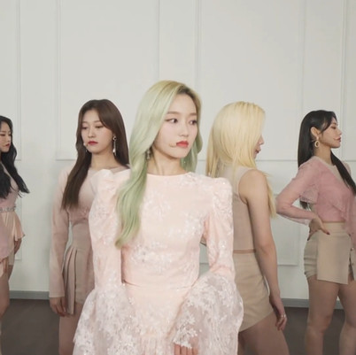 2021.02.25. 103.5 KISS FM Music Meet Up LIVE With LOONA
