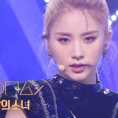 2021.07.04 Inkigayo LOONA - PTT(Paint The Town)