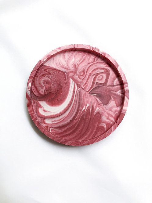 round dish: marbled red