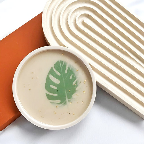 round dish: monstera (off white)