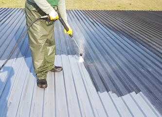 Mycie ciśnieniowe dachu krytego blachą