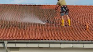 Mycie dachu myjką ciśnieniową
