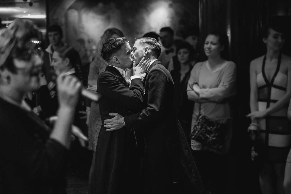 le baiser de la coupole de Philippe Lucc