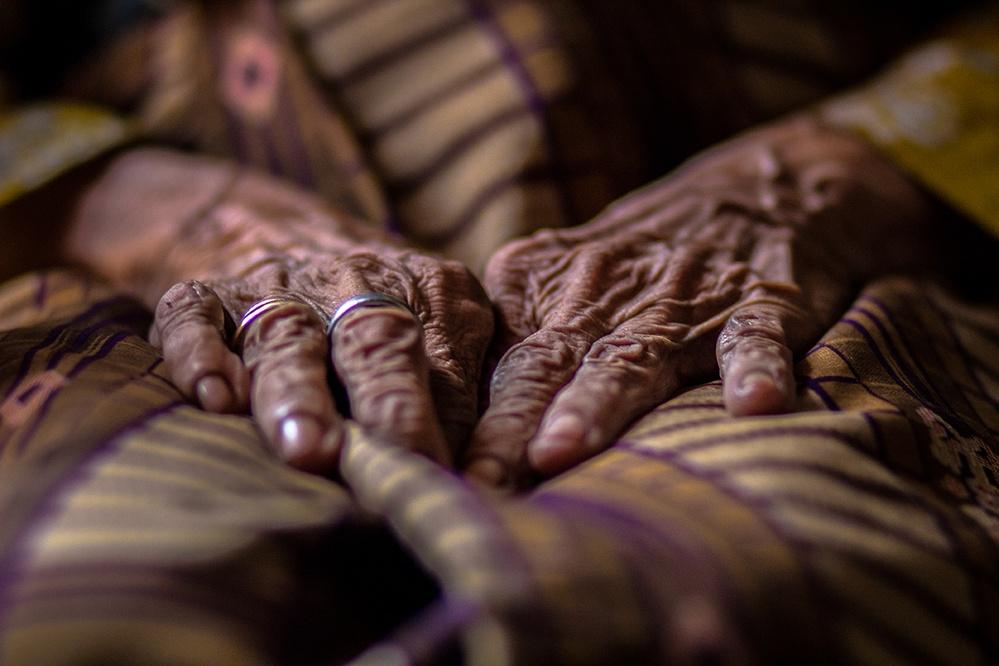 100 year old hands de Marius