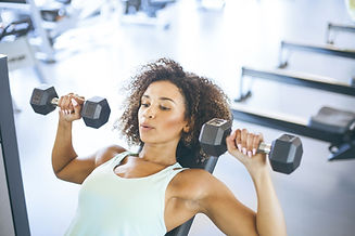 young-woman-weightraining-at-the-gym-roy
