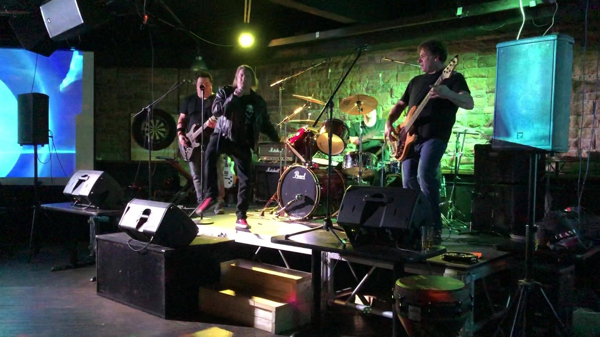 Live at Drums N Flats ajax.