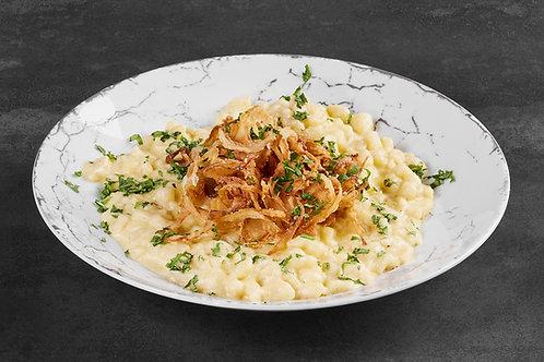 Hausgemachte Käsespätzle mit Röstzwiebeln - ab 15 Portionen