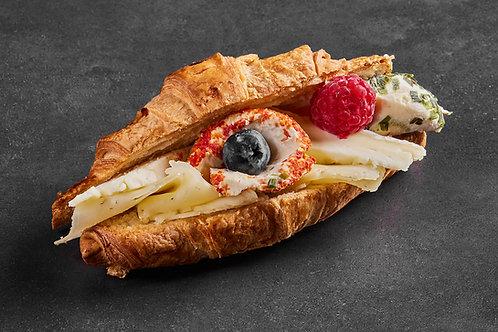 Croissant gefüllt mit Camembert von den Milchbuben - 4 Stück
