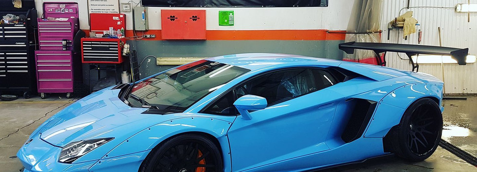 Lambo_Lemans_Blue.jpg