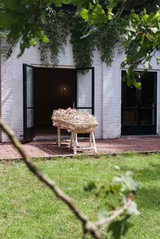 Sprey Uitvaartbegeleiding verzorgt een betrokken, lichte en persoonlijke uitvaart op maat. Voor een begrafenis of crematie in Hilversum en omgeving en desgewenst elders in het land.