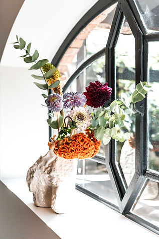 Bloemen uitvaart oranje vaas