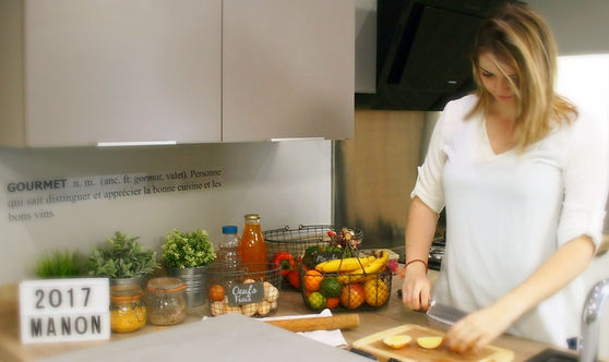 Je suis née à Foix, en 1989. Déjà toute petite, j'aimais beaucoup regarder mes grands-mères cuisiner. Toutes ces bonnes odeurs qui se dégageaient de leur four. Ces bonnes assiettes qui sortaient à moitié du jardin. C'était toujours délicieux ! En grandissant, cette...