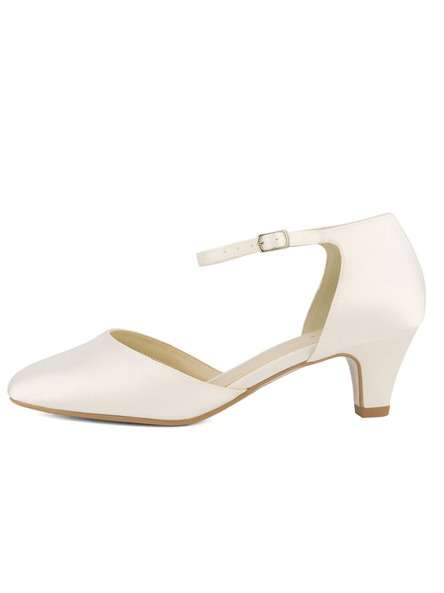 gina-avalia-bridal-shoes_(1).jpg